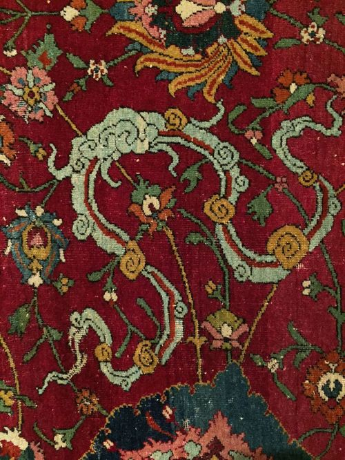 Cloud_band_Hamburg_MKG_Safavid_animal_carpet_detail